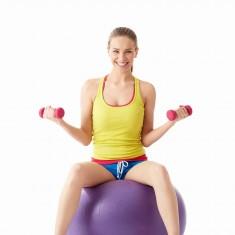 ćwiczenia z piłką gimnastyczną i ciężarkami